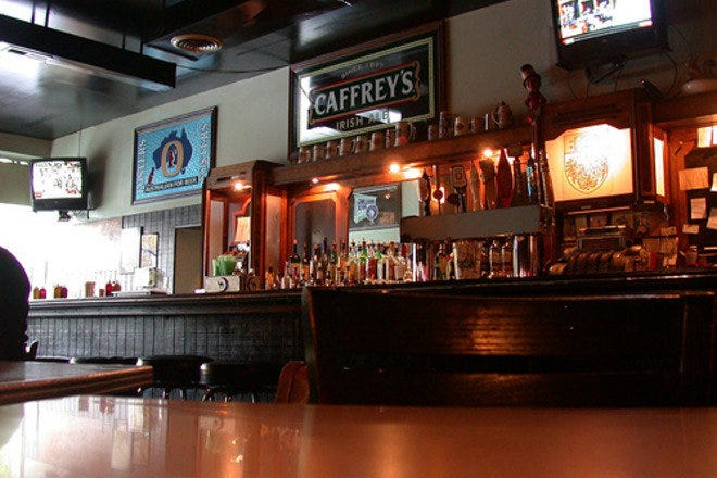 Visit Chicago's Woodlawn Tap bar for reasonable priced beers, beverages, and bar food in a neighborhood atmosphere.