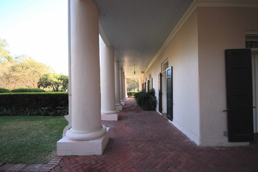 Oak alley plantation baton rouge attractions review for Plantation columns