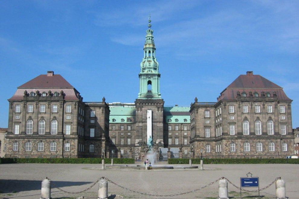 Дворец Кристиансборг Лучшые достопремечательности Копенгагена Лучшые достопремечательности Копенгагена p christiansborg palace 411 den0047 jpg 54 990x660 201404181913