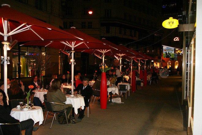 Zum Schwarzen Kameel Лучшие места для шопинга в Вене Лучшие места для шопинга в Вене p zumschwarzenkameel restaurant vienna exterior 55 660x440 201404192310