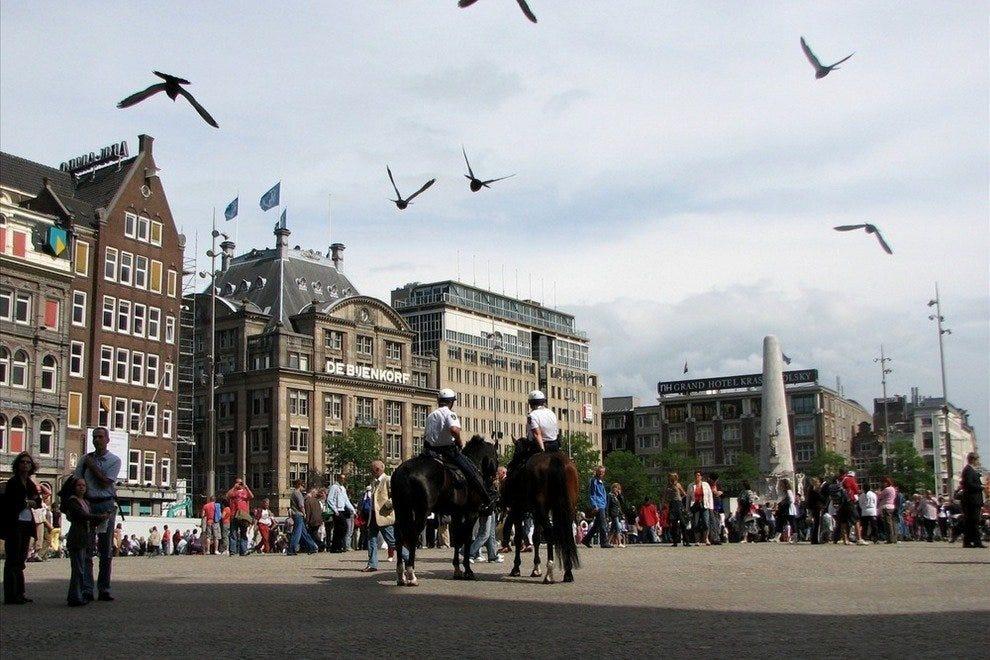 Площадь Дам Лучшие достопремечательности Амстердама Лучшие достопремечательности Амстердама p dam square amsterdam netherlands 54 990x660 201404192327