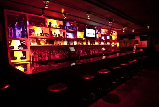 barracuda barracuda new york city gay bar 1 28 550x370 20111027011749 Busty Hentai woman gets her