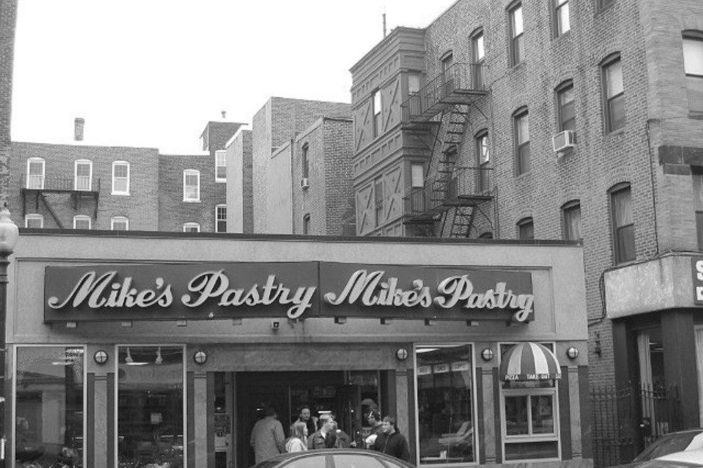 Mike's Pastry