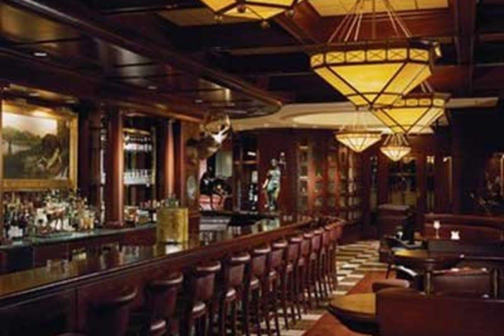 Claridge House  Downtown Chicago Gold Coast Hotel