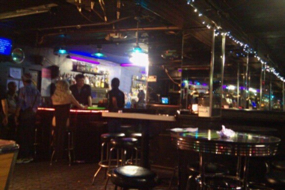 Gay Nightlife in Honolulu: Best Bars, Clubs, More