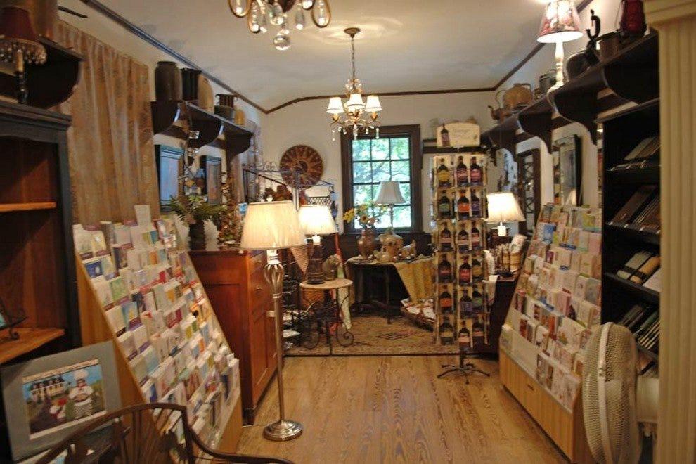 Williamsburg Craft House Shopping