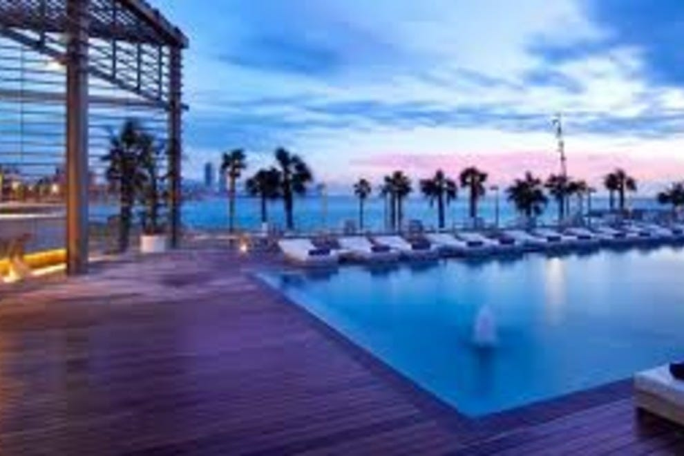 Cruise port hotels hotels in barcelona for Pool show barcelona